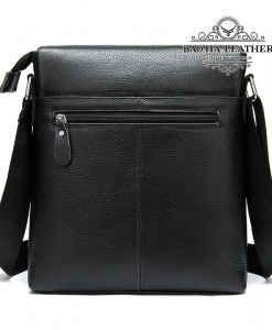 Mặt sau túi có thiết kế thêm 1 ngăn khóa kéo