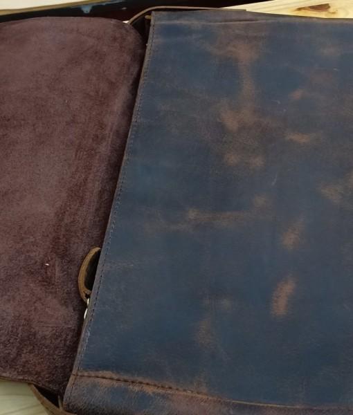Nhìn rõ miếng da bò thật nguyên tấm ngay khi bạn cầm chiếc túi.