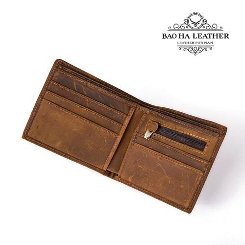 Bên trong ví với nhiều khe cài thẻ và 1 ngăn khóa kéo nhỏ