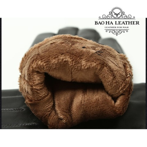 Bên trong găng tay lót 1 lót lông thỏ mềm, không gây khó chịu, không mùi hôi...