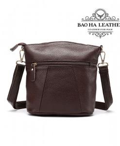 Túi đeo chéo nữ da bò giấ rẻ - BHW8363 màu Cà phê - Mặt sau túi