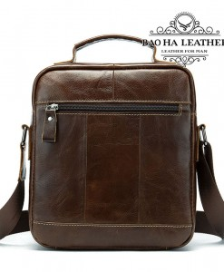 Túi da nam đeo chéo xách tay - BHM8713 - Phía sai túi được thiết kế thêm 1 ngăn khóa kéo nhỏ