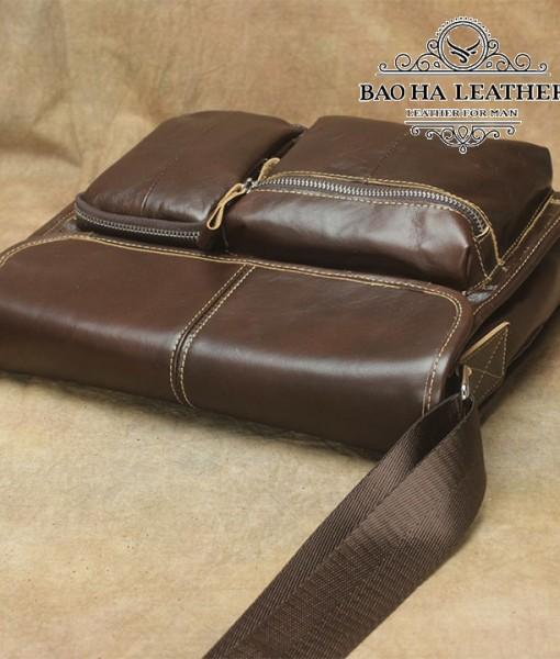 Dây đeo chéo bằng dù được may liền với túi chắc chắn và có tăng đơn điều chỉnh độ dài phù hợp với mỗi cơ thể