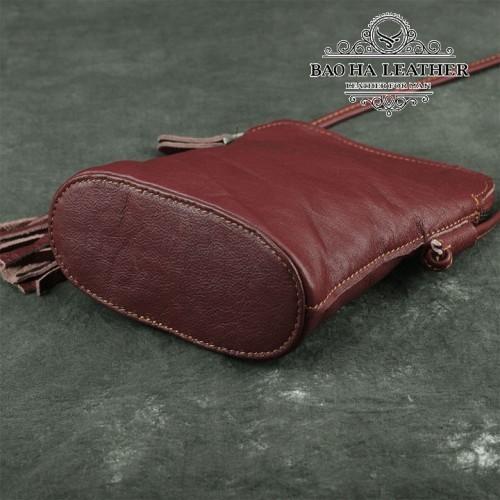 Túi nữ đeo chéo da bò mini - BHDJ006 màu Đỏ - Đáy túi với đường may đều thẳng