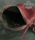 Bên trong túi đeo chéo mini