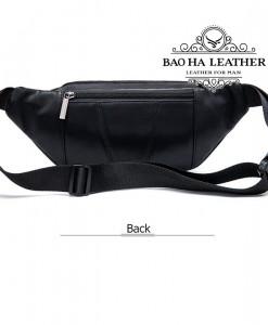Phí sau túi được thiết kế thêm 1 ngăn khóa kéo nhỏ, bạn có thể để tiền mặt hoặc hộ chiếu