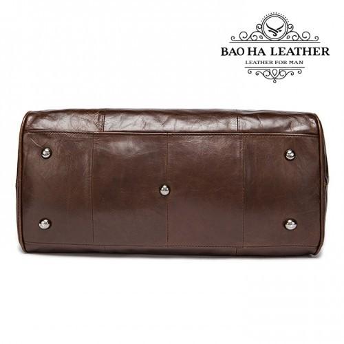 Đáy túi có đinh tán bảo vệ bề mặt túi khi không xách