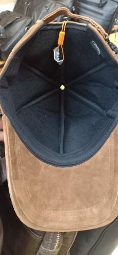 Bên trong mũ