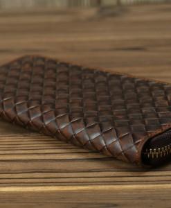 Bề mặt ví đan caro cực độc lạ