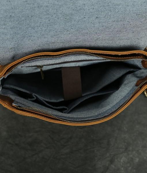 Ngăn chính balo rộng rãi, có ngăn để laptop 14inch, có ngăn phụ nhỏ và được bọc vải lót rất tốt