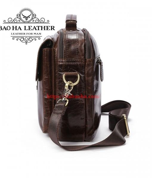 Chiếc túi dày 8cm, dây đeo dễ dàng điều chỉnh